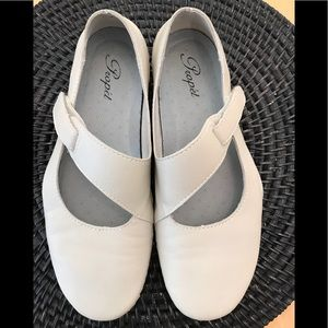 NEW Creme PROPET LEATHER Mary Jane's